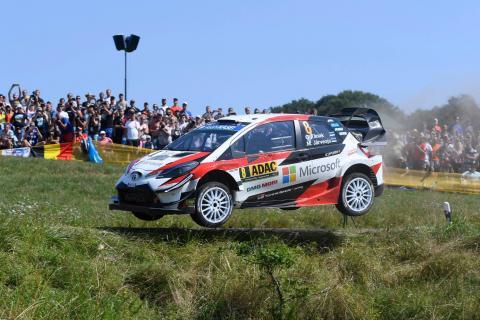 Tanak menyegel kemenangan untuk ikut memperebutkan gelar WRC dengan Neuville, Ogier