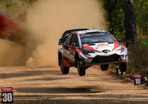 Tanak menyegel hat-trick WRC untuk mendekati Neuville
