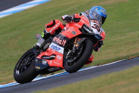Melandri stuns with victory in 2018 World Superbike opener