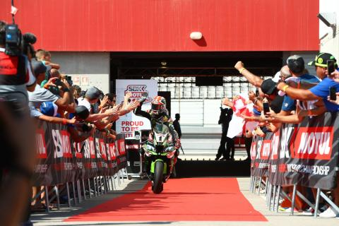 Rea keeps clear of Bautista charge for sprint race win