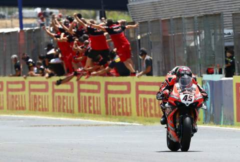 Redding powers to dominant win as Rea fades
