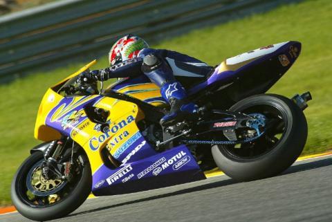 Corser dominates on 2003 Suzuki!