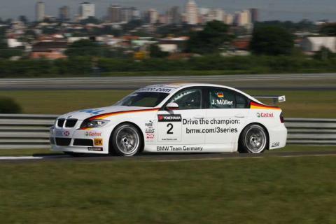Curitiba 2007: Farfus leads BMW domination.