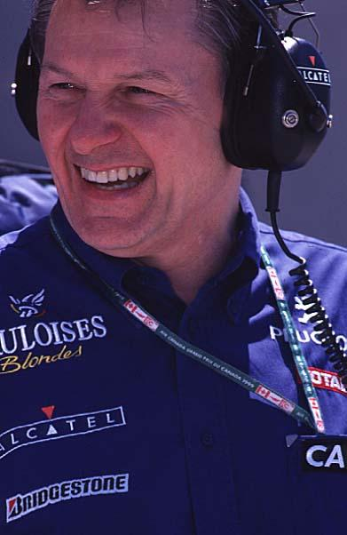 F1 designer Barnard joins Team Roberts.
