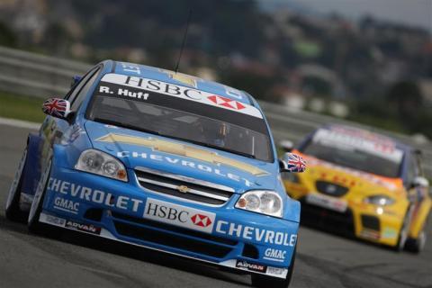 Valencia 2008: Huff opens Chevrolet account.