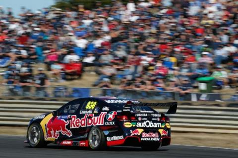 Lowndes eases to race one victory at Tasmania