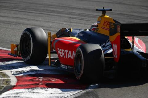 Giovinazzi wins to take series lead as Gasly toils