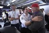 Mercedes mempersembahkan gelar F1 keenam berturut-turut untuk Lauda