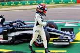Yuki Tsunoda (JPN) AlphaTauri AT02 crashed during qualifying.
