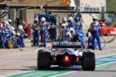 Nikita Mazepin (RUS) Haas F1 Team VF-21 makes a pit stop.