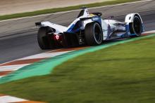Sims berada di puncak hari pembukaan pengujian pra-musim Formula E.