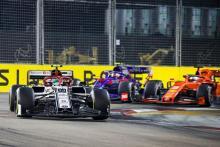 "F1 untuk terus maju dengan perubahan format ""eksperimental"" 2020"