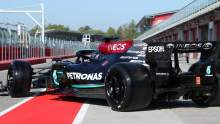 Hamilton gets first taste of Pirelli's 18-inch F1 tyres for 2022