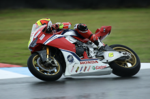 Fores splashes to maiden BSB pole at Knockhill as Ducati struggles