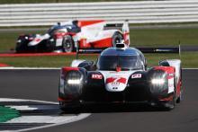 Toyota menyapu ke satu-dua dalam pembukaan Silverstone WEC