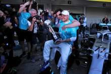 沃尔夫:波塔斯应该留在梅赛德斯,参加2022年F1