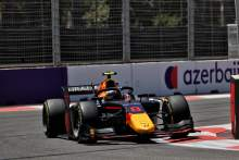 F2 Azerbaijan: Vips Menangi Sprint Race 2 yang Kacau