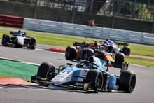 Verschoor在Silverstone的第二次Sprint Race中乘坐少女F2胜利