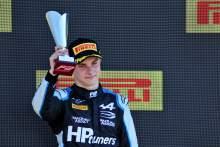 F2 Italia: Piastri Kalahkan Zhou untuk Kemenangan Feature Race