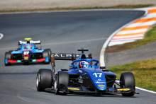 马丁斯在冠军争夺者豪格和杜汉未能得分的情况下首次赢得F3冠军