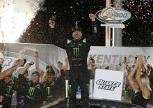 Kurt Busch menang atas saudara Kyle dalam penyelesaian waktu tambahan di Kentucky