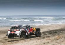 Loeb memenangkan panggung dalam dominasi Peugeot, Sunderland keluar