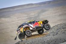 Peterhansel mendapatkan kembali keunggulan Dakar, Loeb pensiun