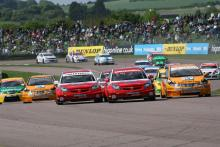 BTCC Start, Race , Tom Onslow-Cole (GBR) - VX Racing Vauxhall Vectra and Fabrizio Giovanardi (ITA) -