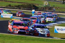 Jamie Whincup (aust) Team Vodafone 888 ford and Will Davison (aust) Jim beam DJR Ford lead the start
