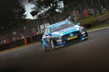 Moffat wins damp opener, Sutton closes in on title