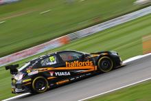 Neal takes record breaking Thruxton BTCC pole