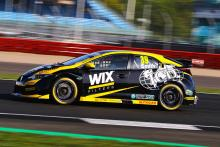 Smith beats Cammish for maiden BTCC pole