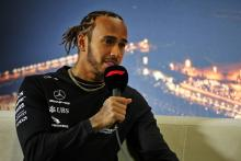 Hamilton delays Mercedes contract talks