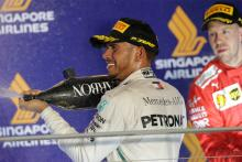 Hamilton proud to have avoided Vettel-like mistakes