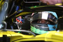 Seat issue frustrates Ricciardo on difficult day for Renault