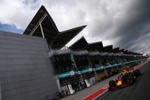 Ricciardo gave Verstappen 'half a tenth' for 20th birthday in Malaysia qualifying