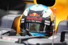 "Ricciardo gives Grosjean the finger in ""heat of the moment"""