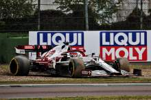 Kimi Raikkonen (FIN) Alfa Romeo Racing C41 rejoins the circuit.