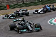 Valtteri Bottas (FIN) Mercedes AMG F1 W12 as Lewis Hamilton (GBR) Mercedes AMG F1 W12 runs off the circuit while attempting to lap George Russell (GBR) Williams Racing FW43B.