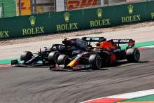 Max Verstappen (NLD) Red Bull Racing RB16B and Valtteri Bottas (FIN) Mercedes AMG F1 W12 battle for position.