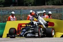 Yuki Tsunoda (JPN) AlphaTauri AT02 crashed in the first practice session.