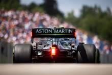 塞巴斯蒂安维特尔(德国)阿斯顿马丁F1车队AMR21。