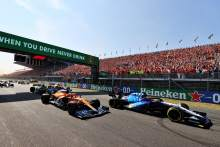George Russell (GBR) Williams Racing FW43B leads Daniel Ricciardo (AUS) McLaren MCL35M at the start of the race.