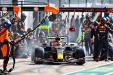Max Verstappen(NLD)红牛赛车RB16B制作坑停止。