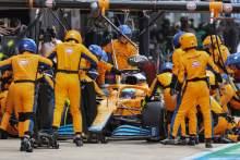 Daniel Ricciardo (AUS) McLaren MCL35M makes a pit stop.