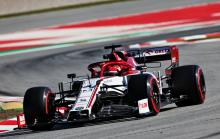 Kubica tops disrupted first day of second F1 test
