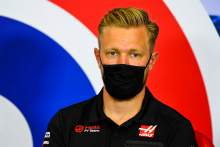 Magnussen explains U-turn over taking the knee at F1 races