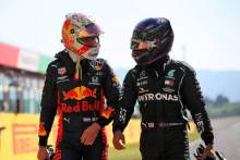 (L to R): Max Verstappen (NLD) Red Bull Racing with Lewis Hamilton (GBR) Mercedes AMG F1 in qualifying parc ferme.