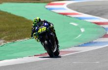 Rossi 'in trouble, quite slow'