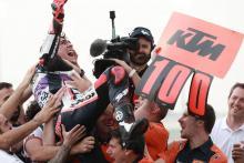 'Balapan luar biasa' - Arenas menyerahkan kemenangan ke-100 KTM